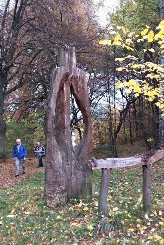 Duchovní Brána Českého ráje vznikla v roce 2008 a pouští návštěvníky do labyrintu, přes který se návštěvník dostane do magického kruhu sedmi soch, přičemž každá socha je z jiného stromu a má vyzařovat energii...