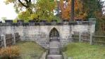 Tři části hradu Valdštejn (l.p. 1260) spojovaly dřevěné mosty. Jako materiál posloužila samotná skála, na které hrad stojí.