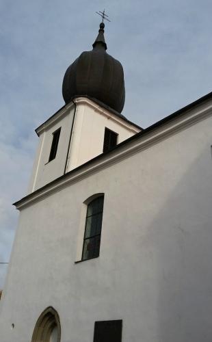 Kodtel Povýšení sv. Kříže je velmi starý a je dominantou městské části Starý Rožmitál.