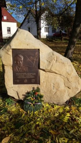 Pomník plukovníka letectva Ladislava Bobka