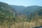 Stoupání do vesnice Tatev, Arménie