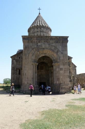Arménské kostely se mi většinou zdají malé, tento ovšem malý není ani náhodou.