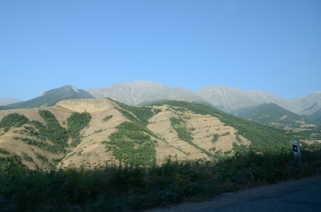 Zangezur je pořádně vysoké pohoří, nejvyšší vrchol má úctyhodných 3906 metrů.