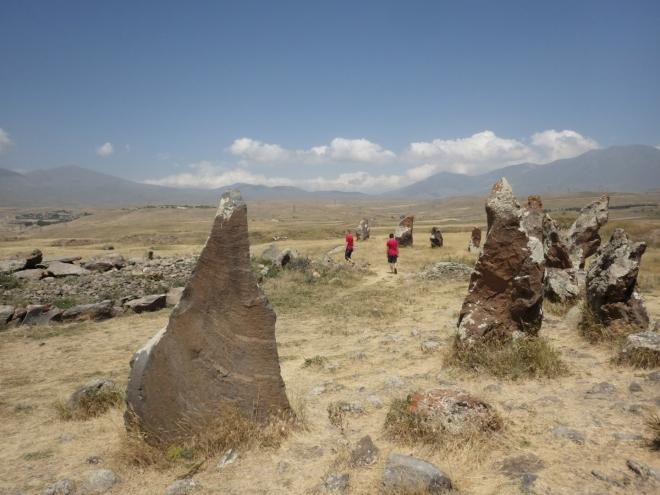 Kameny dosahují výšky od půl do tří metrů.