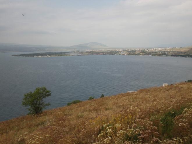 Výhled k městu Sevan