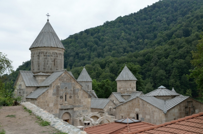 Celkový pohled. Když to srovnám s tím, jak klášter vypadal před nedávnou rekonstrukcí (;foto;), nemohu se zbavit dojmu, že se tu něco trochu pokazilo. Ale samozřejmě jsem laik a neodborník.