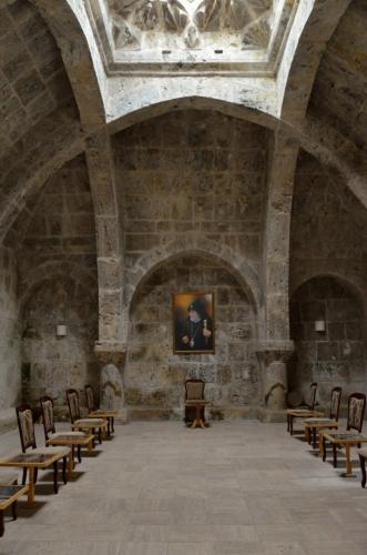 Refektář, neboli jídelna pro mnichy. Celkem hezký prostor, tady tomu rekonstrukce asi pomohla.