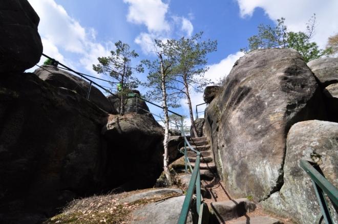 Skály Chléviště pojmenovali vesničané, kteří v neklidných dobách ve skalách schovávali svůj dobytek před procházejícím vojskem.