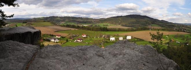Panorama s Kozákovem.