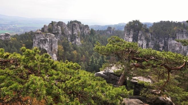 Výhledy do oblasti skal Majáku a Čertovy ruky...