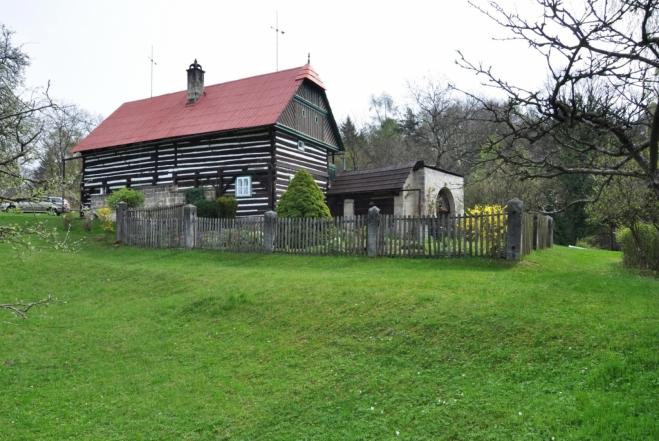 Kopicův statek je významná památka lidového stavitelství Pojizeří (z roku 1787), postavená rolníkem Jiřím Jirošem.