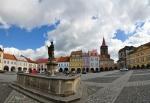 Empírová kašna byla postavena v roce 1835. Jejím autorem je sochař Jan Sucharda. Původně na Valdštejnově náměstí stála také kašna se sochou Neptuna, ta ale byla v roce 1894 zbourána. (Mapy.cz)