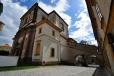 Kostel sv. Jakuba Většího. Stavba barokního kostela započala v roce 1627 dle plánu G. Pieroniho. Postavit ho nechal Albrecht z Valdštejna. Vysvěcen byl až v roce 1701. Novoklasicistní průčelí kostela pochází z roku 1867. Zajímavostí je, že kostel nemá žádné věže. (Mapy.cz)