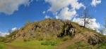 Zebín (399 m n. m.) je výrazný čedičový kuželovitý vrch a přírodní památka nedaleko Jičína. Na vrcholu stojí barokní kaplička sv. Máří Magdalény, kterou máme zatím skrytou.