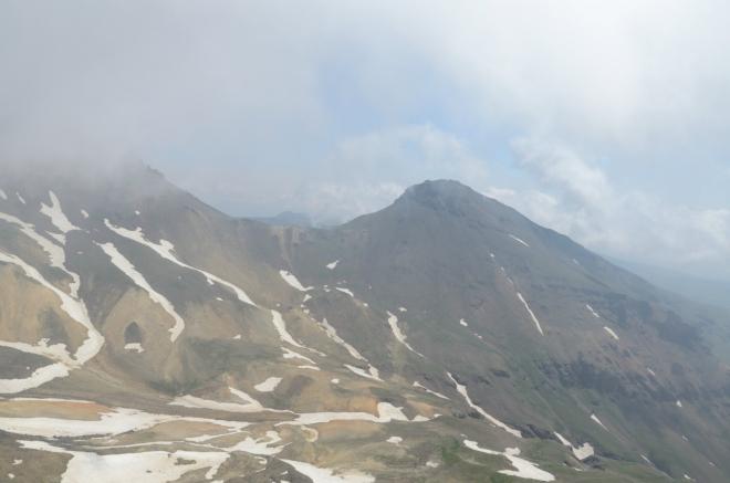 Hned vedle se nachází východní vrchol (cca 3900 m), který je asi nejméně navštěvovaný ze všech čtyř.