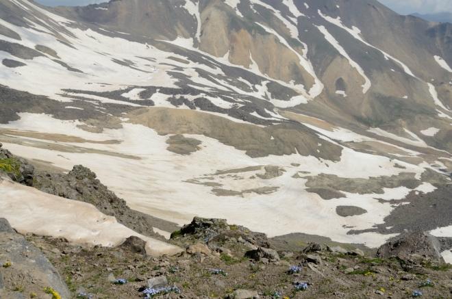 Takovýmhle terénem bychom šli na severní vrchol.