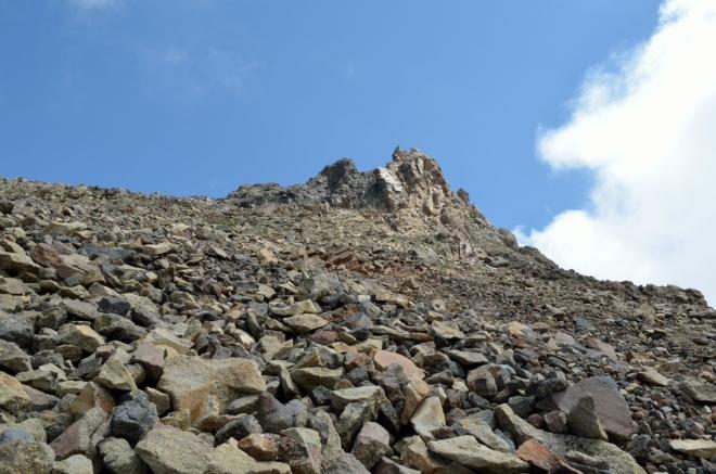 Pro výstup na západní vrchol nakonec volíme nejkratší cestu přímo do kopce.