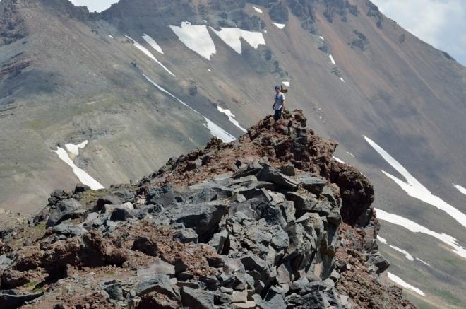 Karel proti svahům severního vrcholu