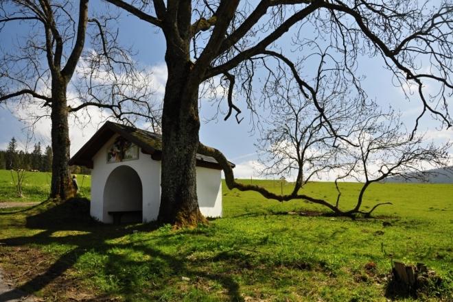 Kaplička u rozcestí Svinná.