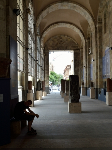 Před vchodem do muzea. Uvnitř se samozřejmě nefotí.