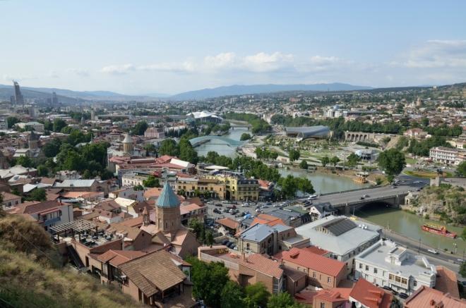 Výhled na centrum s řekou Kura