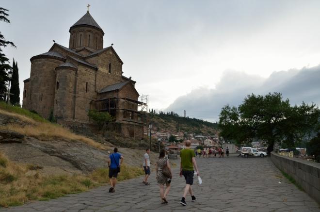 Letmá návštěva Metekhského kostela (od slova Metekhi, což je jméno zdejší historické čtvrti). Vnitřek zrovna nebyl přístupný.