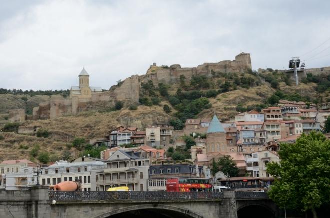 Pohled k pevnosti přes řeku
