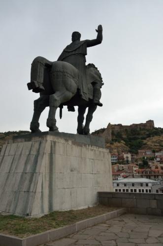 Socha krále Vachtanga Gorgasaliho, již zmíněného zakladatele města.