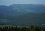 Vzdálený Plechý (1 378 m n. m.) s Jezerní stěnou.