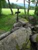 Křížek u Ktišky je vzpomínkou na doby dávno minulé. Když lidé opustí kulturní krajinu, příroda si ji vezme rychle zpět...