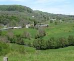Malebné údolí horního toku Pettite Rhue na Chyladem