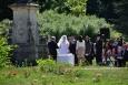 Svatební obřad v zámecké Růžové zahradě. Díky němu jsme do ní mohli nahlédnout.