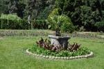Rozárium vzniklo z iniciativy arcivévody Františka Ferdinanda d'Este v letech 1906-13 vysázením na 200 převážně keřových kultivarů a druhů růží. Dnes dosahuje rozlohy zhruba 5 ha, vstupuje se do něj novobarokní bránou a lze jej rozdělit na část u skleníku a spodní parter ve francouzském stylu. Kromě skleníků s teplomilnými a subtropickými rostlinami spatříte korkový pavilon a sochařskou výzdobu. (www.mapy.cz)
