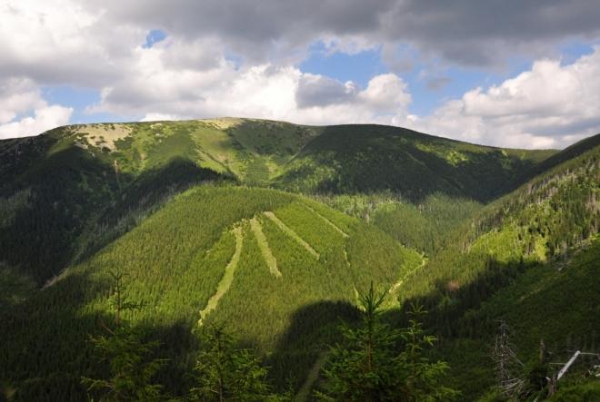 Kozí hřbety směřují k Luční hoře od Špindlu.