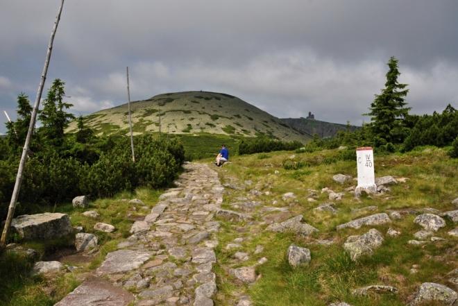 Vysoké Kolo je v l. zóně NP a vrchol se obchází po značce polským územím.