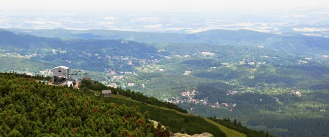 Z Polska turisté mohou využít lanovku. I proto je zde živo!