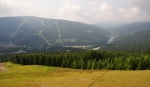 Pohled z lanovky na Labskou přehradu.