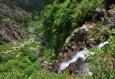 Z Labského vodopádu vidíme jen fragmenty. I vody dolů padá málo.