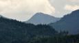 Osobitá. Kouřmo znesnadňuje focení i naše pohledy k vrcholům hor...