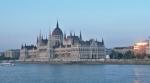 Budova Parlamentu při západu slunce