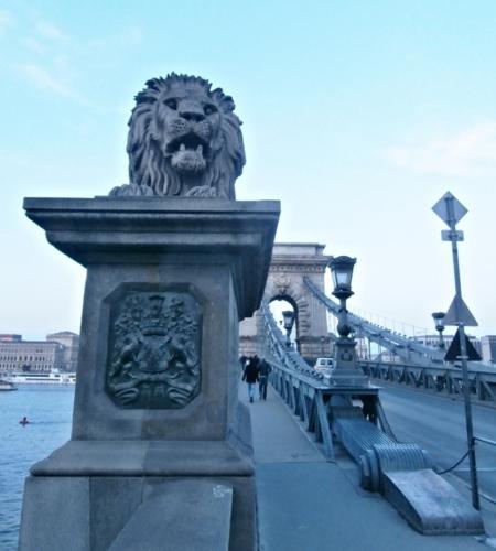 Řetězový most se strážcem