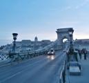Řetězový most a v pozadí královský hrad
