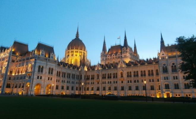 Noční Parlament