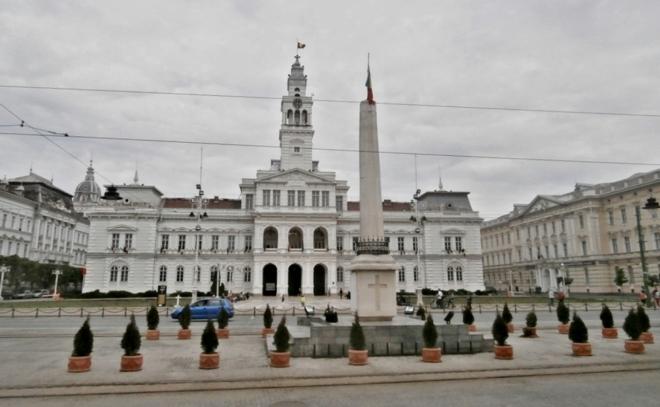 Aradská radnice s náměstím