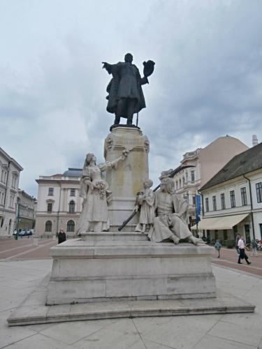 Pomník Kossutha na náměstí