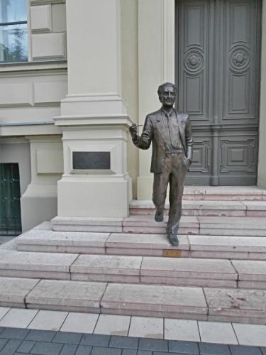 Albert Szent-György před univerzitou