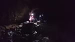 Ponořeni do tmy jeskyně hledáme často složitě cestu dál.