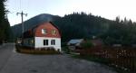 V penzionu La Marian v Gărda Seacă zůstáváme dvě noci. Je levný, nekomfortní, ale lepší než se tísnit ve stanech.