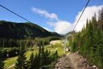 Od horní stanice lanovky ještě pár set metrů na hřeben Roháčů překonáme...
