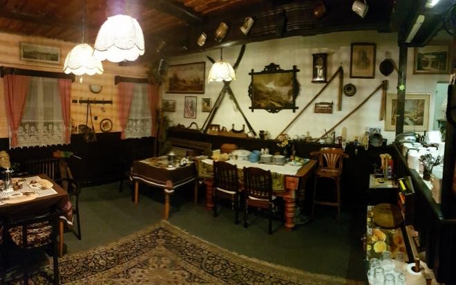 Interier restaurace Petrovo boudy.